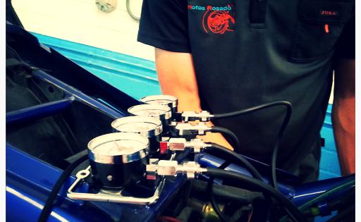 Mecánico profesional en taller de motos